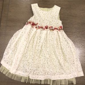 Pippa & Julie Spring dress with flowers and lace 5